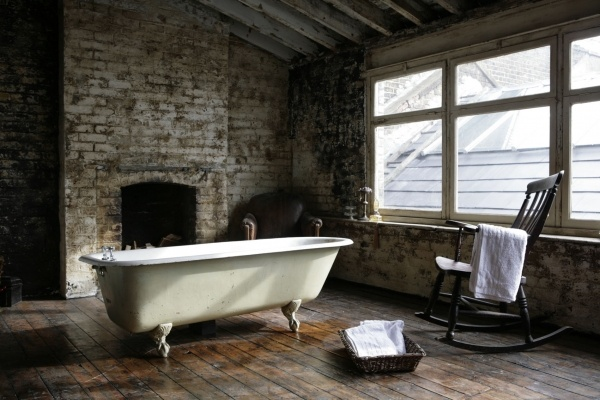 arredo stile industriale clawfoot tubs fireplaces and clawfoot bathtub. Black Bedroom Furniture Sets. Home Design Ideas