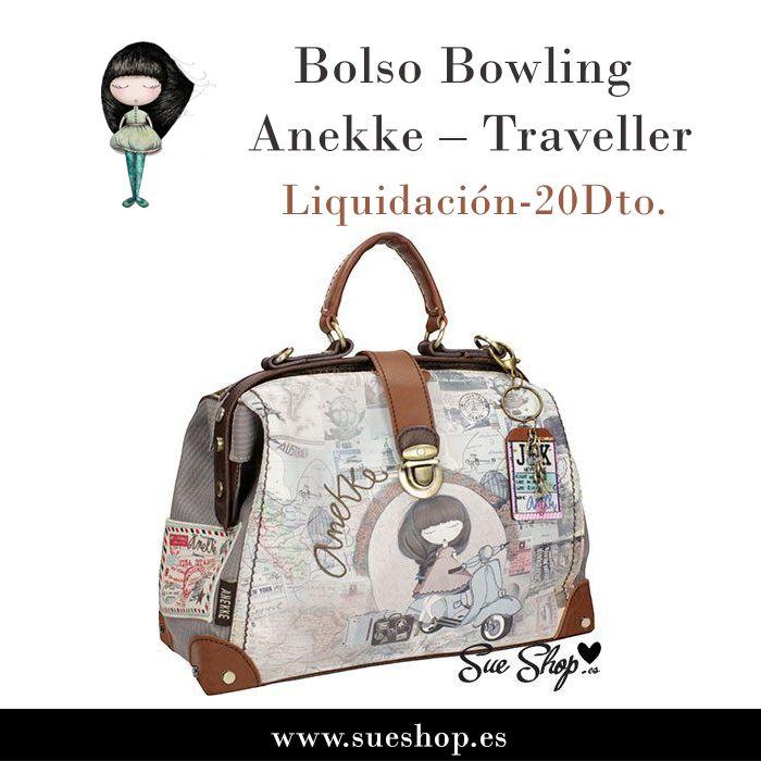 """Bolso Bowling  de la colección """"Traveller"""" de Anekke, con compartimento principal con cierre de hebilla y en su interior, varios bolsillos para llevarlo todo bien organizado, además de un bolsillo en la parte trasera con cierre de cremallera para llevar tus cosas más importantes a mano.Con asa corta y correa desmontable y ajustable para llevar el bolso sobre el hombro. @sueshop_es #anekke #bolso #bowling #complementos #muñeca #descuento #oferta #liquidacion #sueshop"""