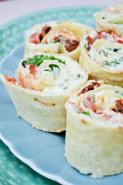 Caprese Pinwheel Sandwiches - A Speedy Lunch www.tinnedtomatoes.com