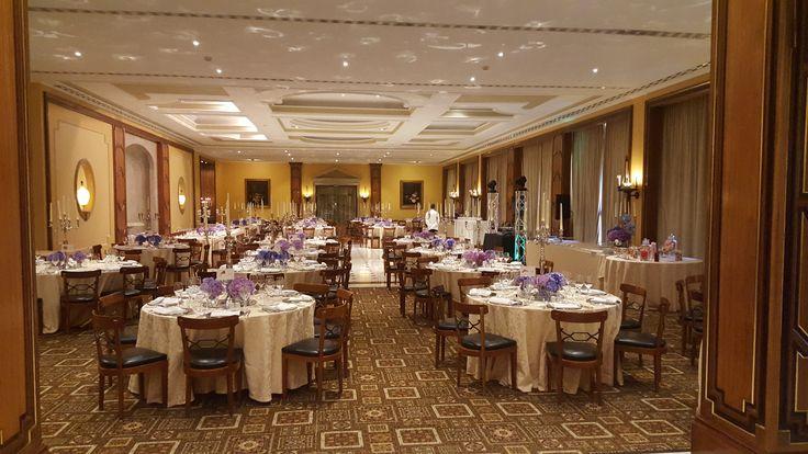 Hotel já foi cenário de filme, tem galeria de arte, spa, três opções de salões e jardins para cerimônias. Vem conhecer o Palácio de Estoril