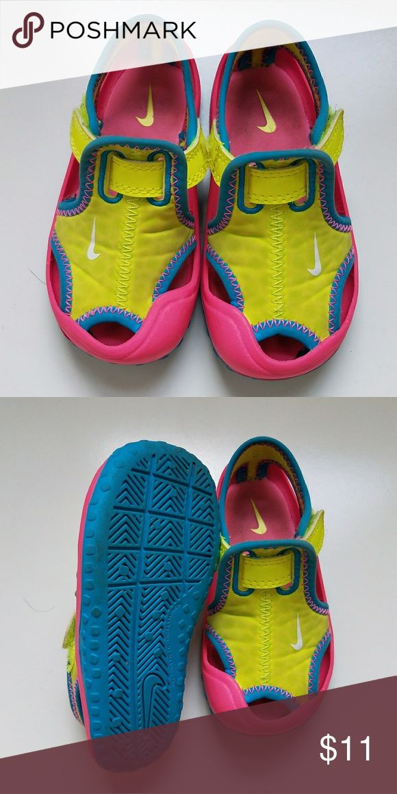 Nike Water Shoes 6.5 Toddlers Nike Water Shoes. I bought these used a week ago, but they didnt fit my dayughter. They are used, but perfect to play outside or in the water. Size is 6.5, but they seem to run a little small Nike Shoes Water Shoes
