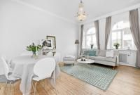 1-rooms-dining-sitting-integrated-white-wooden-floor