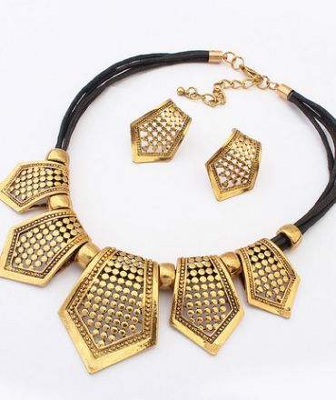 http://www.boutiquebubu.com/product-category/necklaces/
