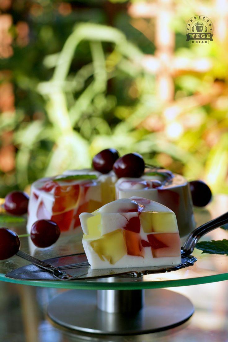 Jogurtowy sernik wegański z galaretkami