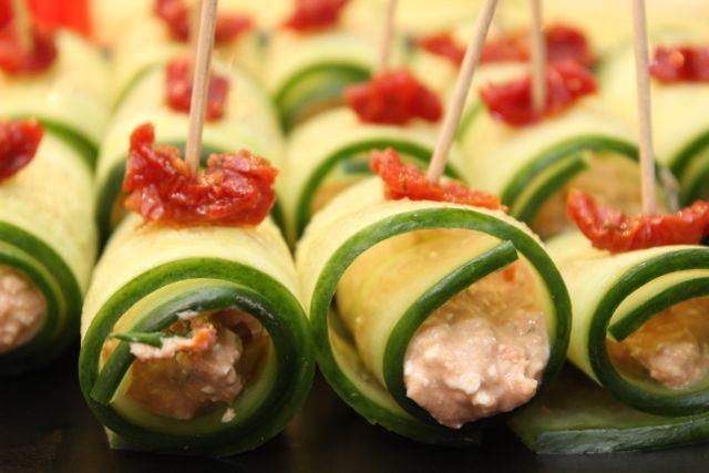 Of het nu bij de borrel is of als fingerfood tijdens het diner: kleine hapjes vallen hier altijd in de smaak. Behalve toastjes met salade zijn er gezondere varianten met ingrediënten die perfect op...