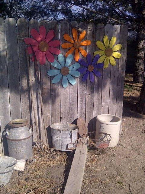 wooden flowers from pallet wood.. super cute