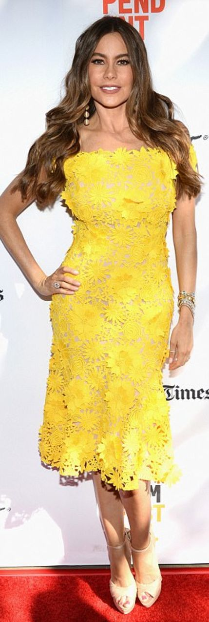 Who made  Sofía Vergara's yellow floral dress?