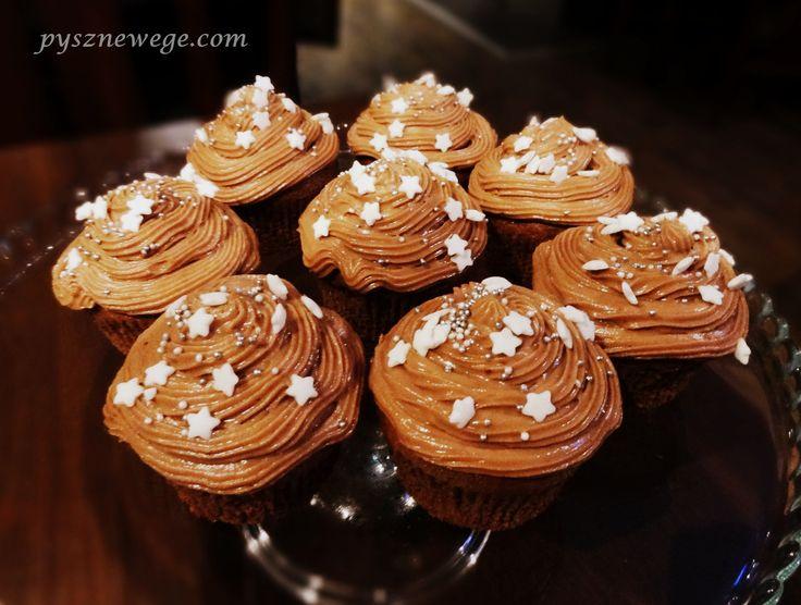 Muffiny czekoladowe z kremem cynamonowym