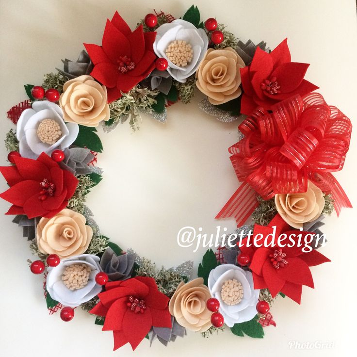 Christmas Wreath, Holiday Wreath, Felt Christmas Wreath, Flowers Wreath, Christmas Gift by juliettesdesigntr on Etsy https://www.etsy.com/listing/558902580/christmas-wreath-holiday-wreath-felt