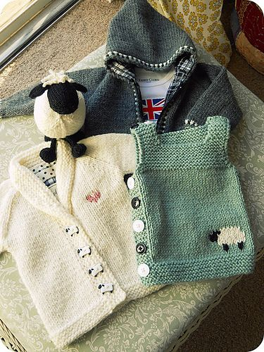 Ravelry: TraceyNicoles sheepie shawl collar, sweet sheep!
