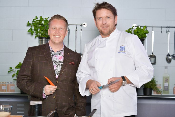 Know your celebrity chefs? Name these two handsome boys! Image thanks @p Cruises #celebritychef #pocruises