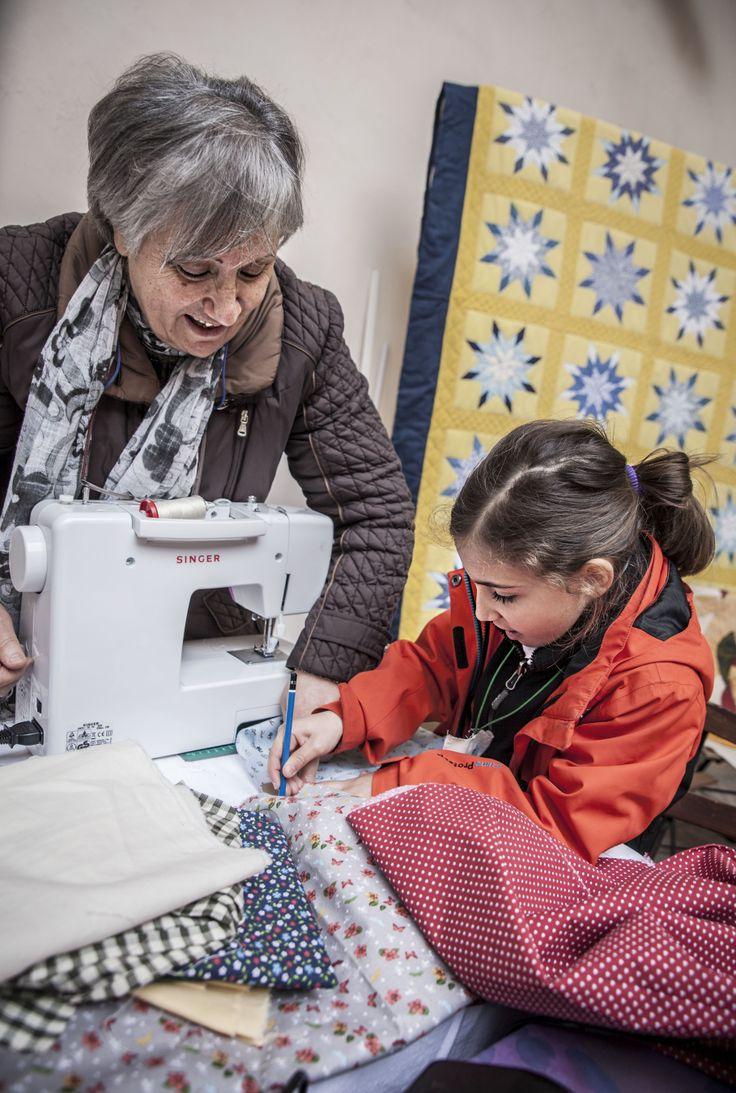 """Laboratorio """"Patchwork: dalla tradizione all'innovazione"""", realizzato all'interno della Rocca Albornoziana di Spoleto per la prima festa della cittadinanza attiva contro gli sprechi """"SPREK.O."""", 2-4 maggio 2014"""