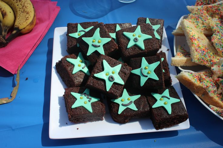Mermaid food for the GF DF person - Brownies with starfish toppers