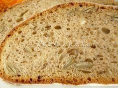 Větší celokváskový chléb, který vydrží výborný až do úplného spotřebování. Na řezu je hezky dírkatý a strakatý semínky, která při kousání chroupou jako oříšky.  Suroviny: 30 g pravidelně .krmeného kvásku 120 g vody 150 g žitné chlebové mouky (vše dobře promícháme a necháme v teple 10-12 hodin kvasit) Dále: 360 g (ml) vody lžíce…ŠUMAVA CHLÉB.