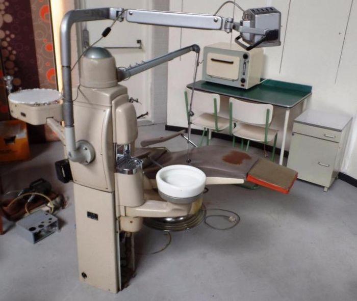 Complete vintage tandartspraktijk! met o.a. tandartsstoel