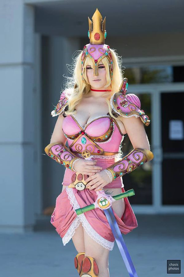 This is an awesome princess peach cosplay! Look at the mushrooms on her armor and sword!