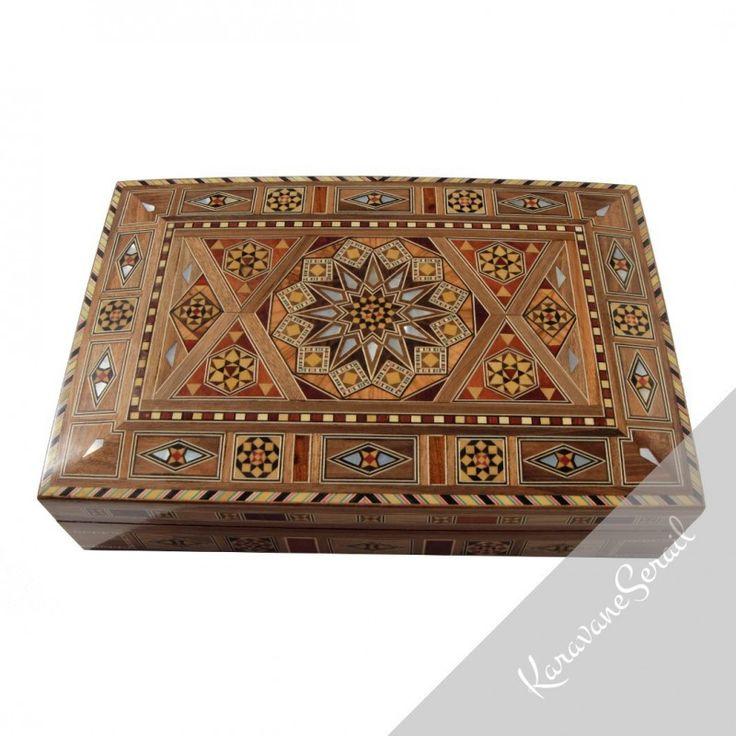 Nos superbes boîtes en bois et marqueterie sont réalisées par des artisans ébénistes. Elles sont idéales pour ranger vos petits objets, bijoux... Venez vite les découvrir sur www.karavaneserail.com #marqueterie #boiteabijoux