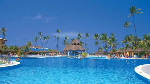 Einen Pool soweit das Auge reicht, nur wenige Meter vom Sandstrand entfernt, findet ihr  im brasilianischen 5-Sterne-Hotel IBEROSTAR Bahia.