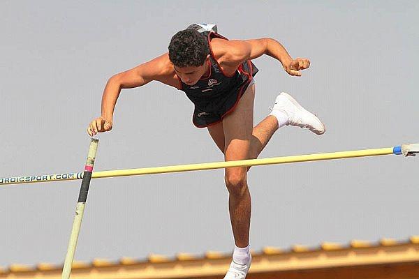Thiago Braz saltando 5,15m em São Paulo e atingindo o índice para o Mundial Juvenil de Atletismo 2012