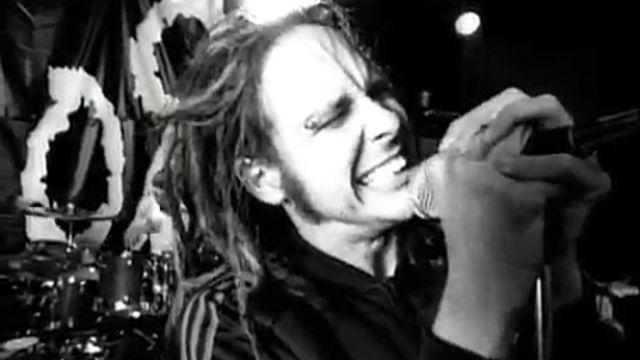 """Muchos pueden estar en desacuerdo, pero """"Blind"""" dejó atrás canciones """"Fear Of The Dark"""" de Iron Maiden, """"Painkiller"""" de Judas Priest o """"Walk"""" de Pantera. La lista se hizo basado en la opinión de una revista """"especializada"""".La denominaron """"las 100 mejores canciones de metal de los 90"""",MetalHammer y su equipo"""