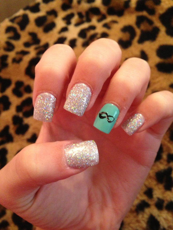 Sparkly infinity nails!