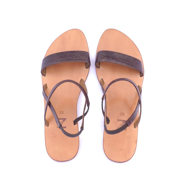 Beautiful natural pattern of ostrich leg leather on this stylish sandals