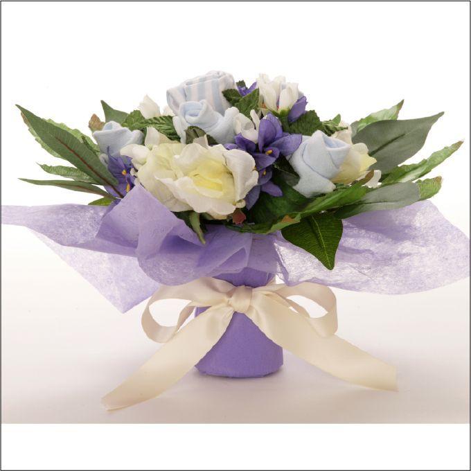 Bouquet azul recién nacidos. Ropa y complementos para niños a juego con sus padres.