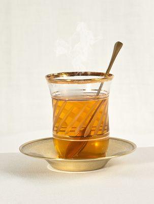 Bei den ersten Anzeichen einer Erkältung kann der folgende Tee Wunder wirken! Zutaten: 1 Mittelgroßes Stück Ingwer 1/4 Zitrone 2 EL Salbei 1 TL Rohrzucker 250 ml Wasser Zubereitung: Den Ingwer schä...