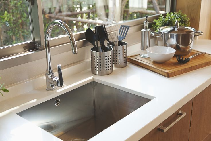 What kind of kitchen sink is your favorite - porcelain, farmhouse? See more here: http://rangehoodsinc.com/blog/how-to-choose-the-right-kitchen-sink/