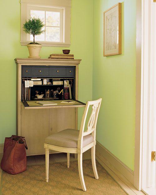 Домашний офис на 1 квадратном метре: идея 2 - рабочая станция в шкафу