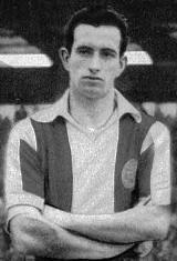 António Fernando Barbosa da Silva, nasceu no dia 3 de Novembro de 1931. Depois de ter passado pelo Boavista F.C., Barbosa ingressou no Futebol Clube do Porto no início da temporada de 1956/57. Foi um dos integrantes do plantel portista na estreia dos Dragões nas provas europeias, quando no dia 20 de Setembro de 1956 o Estádio das Antas recebeu a visita dos espanhóis do Athletic Club Bilbao, partida que os bascos venceram por 2-1. Na temporada seguinte, Barbosa ajudou a conquistar a Taça de…