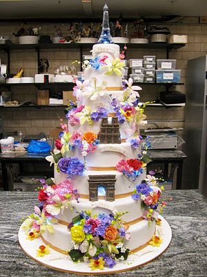 "Crazy Paris cake by Buddy Valastro from TV show ""Cake Boss""!    Résultats Google Recherche d'images correspondant à http://static.ddmcdn.com/gif/cake-boss-411-flower-show-cake.jpg"