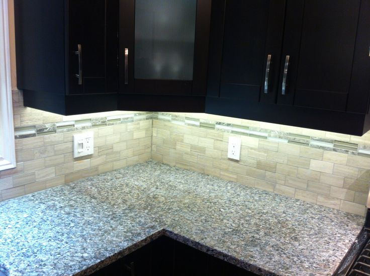 2x4 Escarpment Marble with a glass and marble mix mosaic #backsplash
