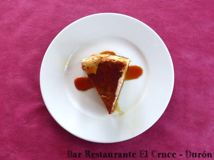 Uno de nuestros estupendos postres. Flan artesanal de la casa. Bar Restaurante El Cruce en Durón Teléfonos Reservas: 949283596 / 619556556 Calle Villar nº32 - Durón, Cp 19.143 - Guadalajara (ES) Cruce de las carreteras N-204 y CM-2013