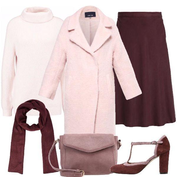Abbinamento di rosa e rosso vino, per un look chic da giorno. La gonna a campana è indossata con un maglione a collo alto e una sciarpa senza frange. La tracolla si abbina alle Mary Jane bicolori. Un morbido e ampio cappotto completa il look.