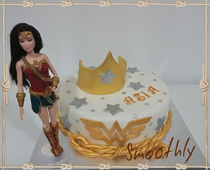 Wonder woman cake by Smoothly