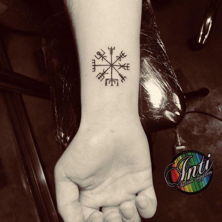 Photo by (inti_tattoo) on Instagram   #vegvisir #tattoo #tattooed #runa #tatuaje #simbolo #symbols #magic #magicaltattoo #island #vikings #ancestral #talismano #barcelona #tattoolife #tattooshop #inti