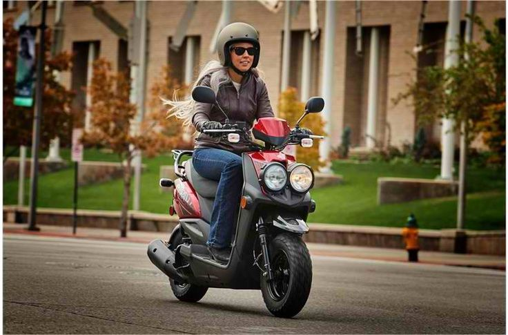 The Zuma 50F featues a bold design and highly efficient, reliable performance for non-stop fun. #Yamaha #Scooter #YW50FXHR #RevsYourHeart