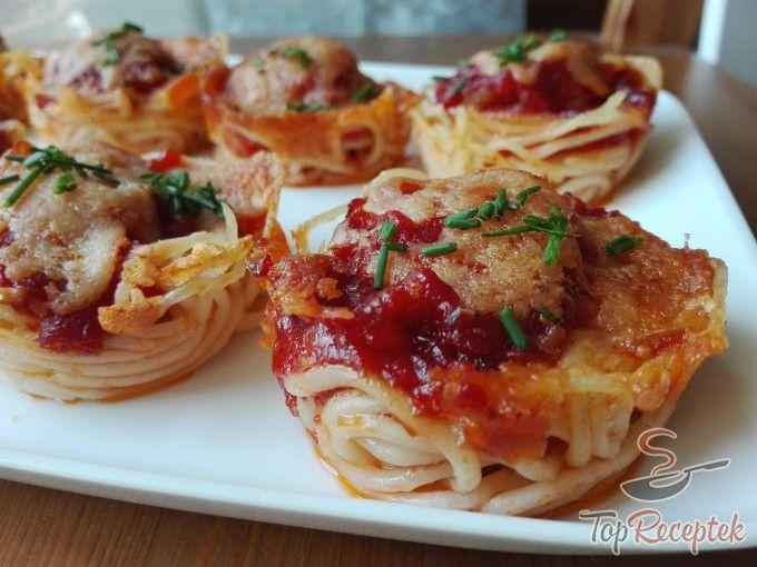 Húsos-parmezános spagettifalatok