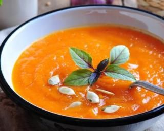 Soupe minceur de potimarron au bleu et graines de courge : http://www.fourchette-et-bikini.fr/recettes/recettes-minceur/soupe-minceur-de-potimarron-au-bleu-et-graines-de-courge.html