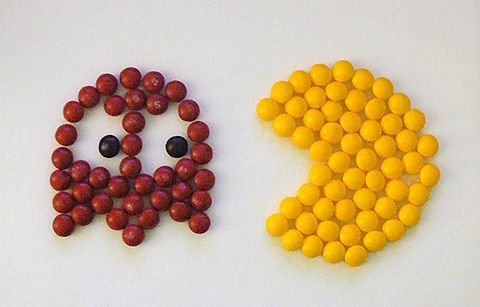 We LOVE this Pac Mac Skittles art. Hats off to its genius creator! Find a range of Skittles at www.cybercandy.co.uk and see what you can create.