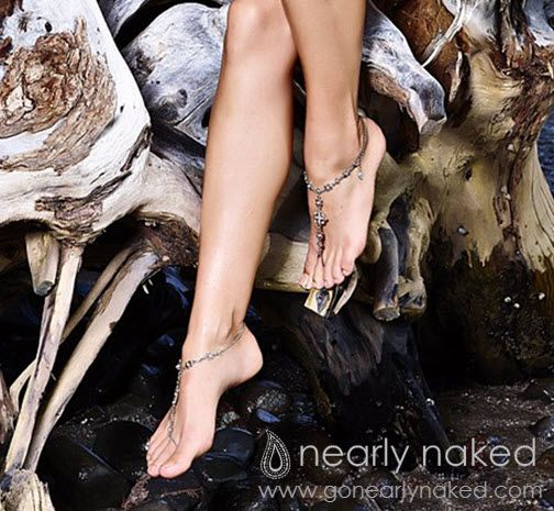 Hollywood Glamour Silver & Pearl Bridal Barefoot Sandals | Nearly Naked $149  #gonearlynaked #footjewelry #beachwear