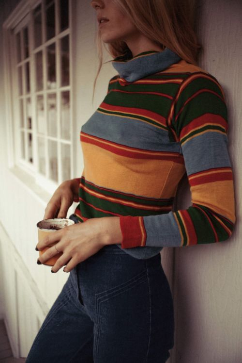I dig all things retro and this striped retro color sweater and cord pants are very stylish! Just the fashionable almost bohemian style i love | Casual outfit fashion tips for Zefinka for women who love style.