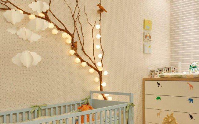 Bolinhas com LED, móbilis e outras peças cenográficas ajudam a decorar. Foto: Divulgação