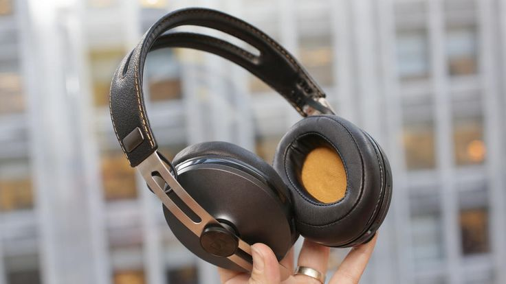A collection of CNET editors' favorite noise-cancelling headphones.