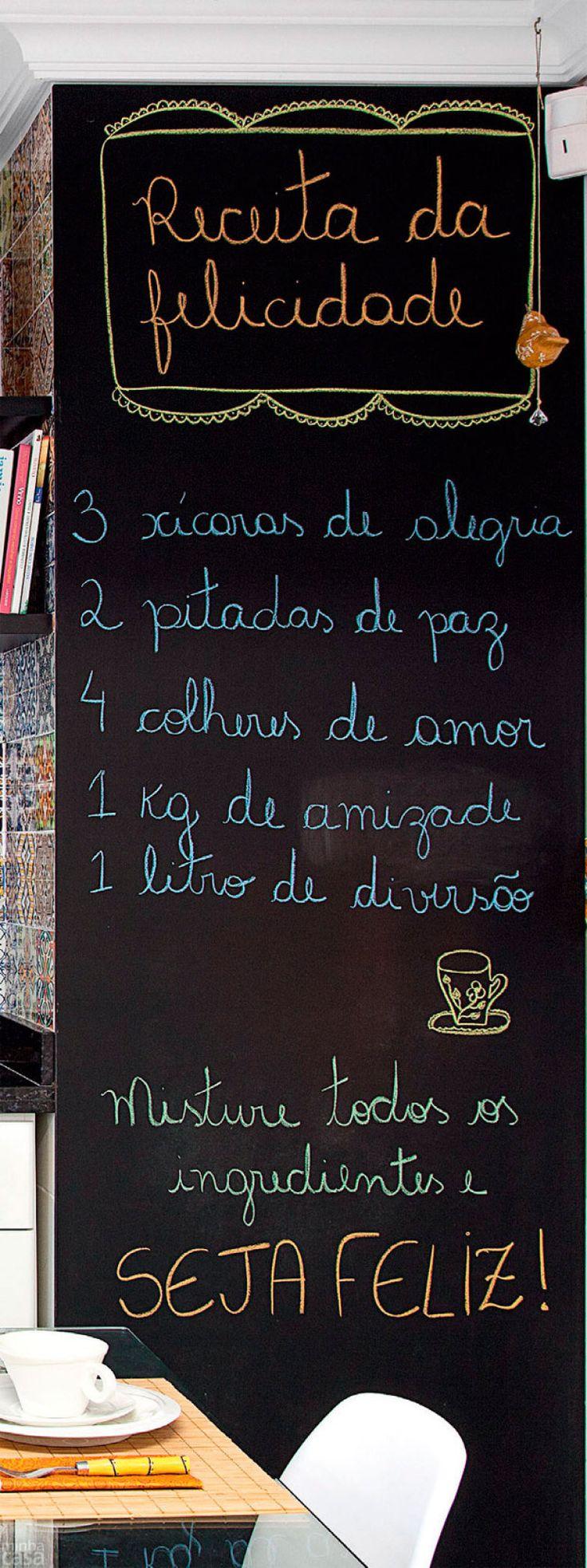 Mosaico de adesivos transforma cozinha em Curitiba. Fotos publicadas na revista MINHA CASA.
