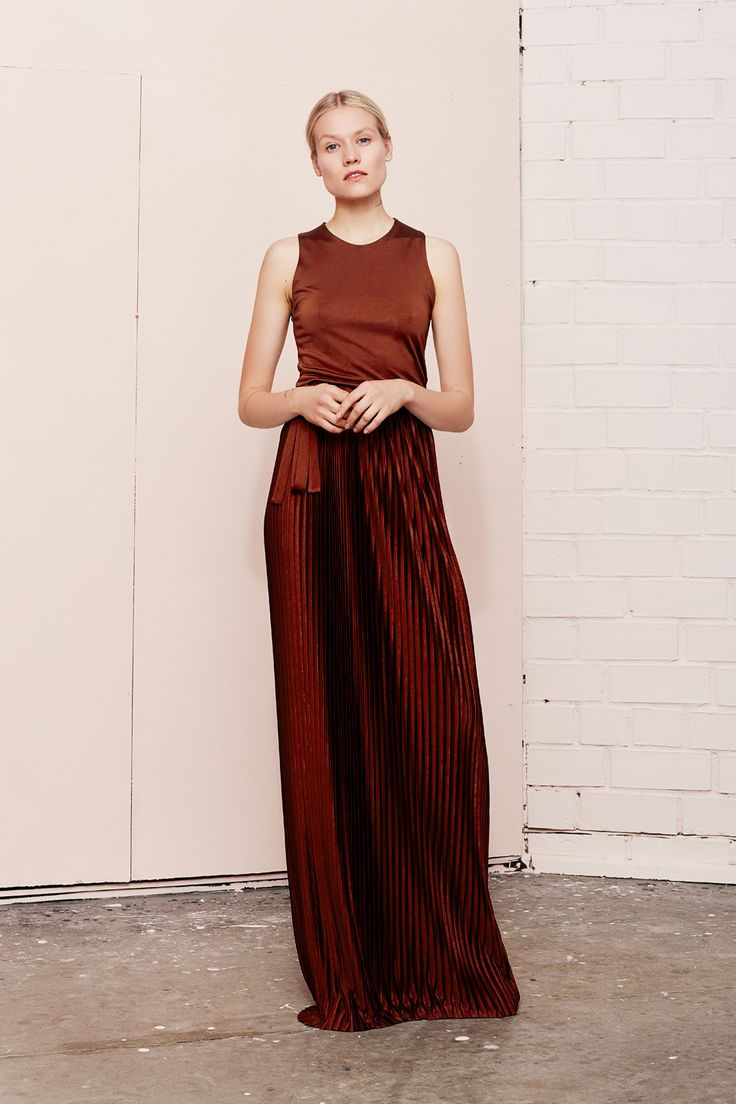 NIVEOUS maxi pleated dress  UNDRESS SS17 collection  www.iwearundress.com