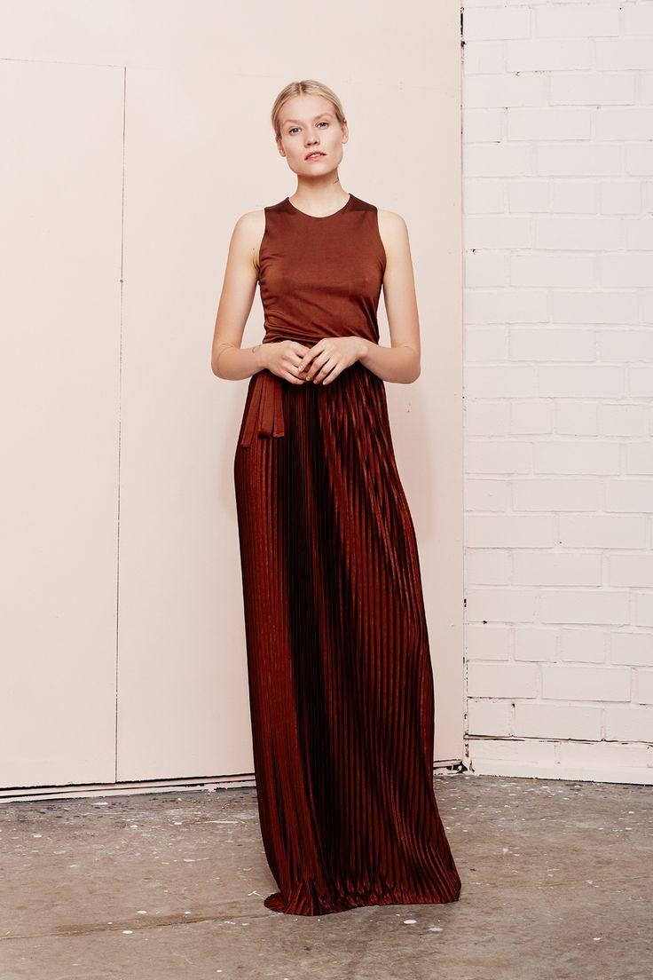 NIVEOUS maxi pleated dress  UNDRESS SS17 collection  www.iwearundress.com