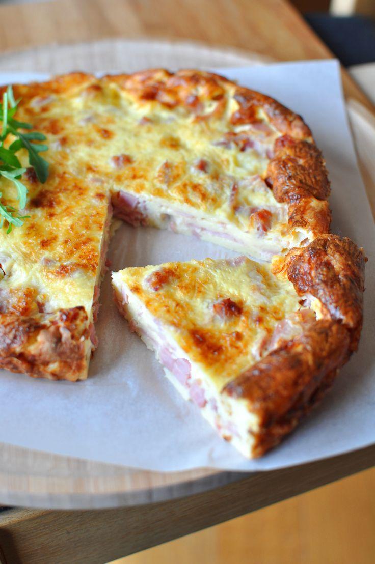 10 min pour préparer cette Quiche lorraine légère sans pâte - Envie de Bien Manger. Plus de recettes express ici : www.enviedebienmanger.fr/idees-recettes/recettes-express