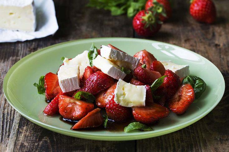 Balsamico marinerte jordbær med brie – Aichas Mat